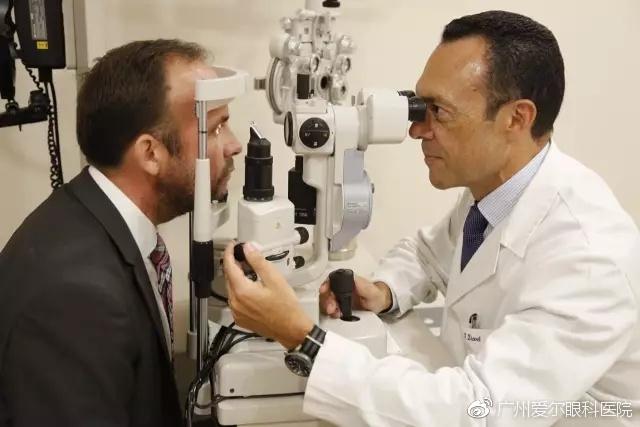 欧洲巴伐利亚眼科的眼科医生坐诊